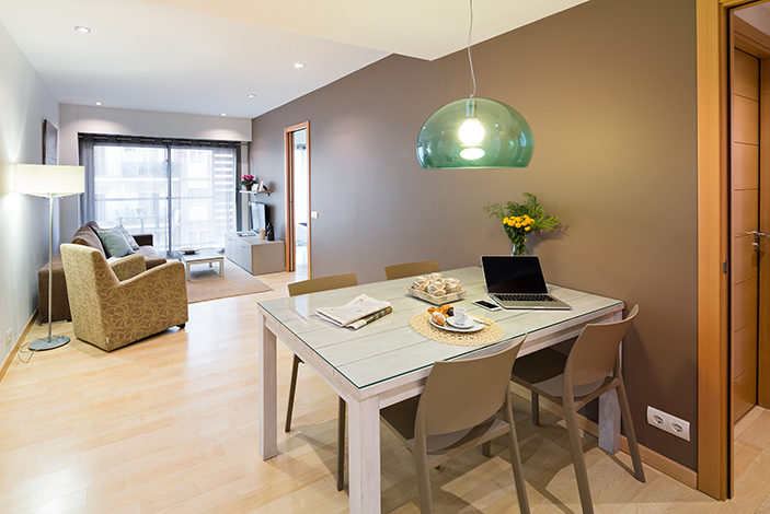 familily holiday apartments to rent in barcelona lugaris rambla. Black Bedroom Furniture Sets. Home Design Ideas