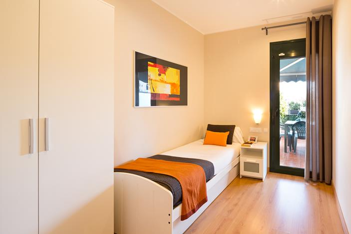 holiday apartments with a terrace in barcelona lugaris rambla. Black Bedroom Furniture Sets. Home Design Ideas
