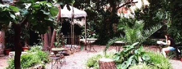 10 Bares Con Patio O Jardín En Barcelona Que Te Enamorarán
