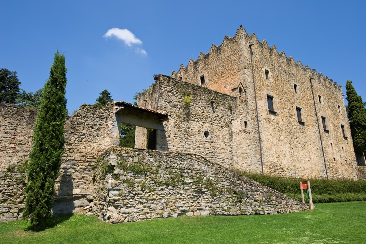 where to see castles near barcelona, montesquiu