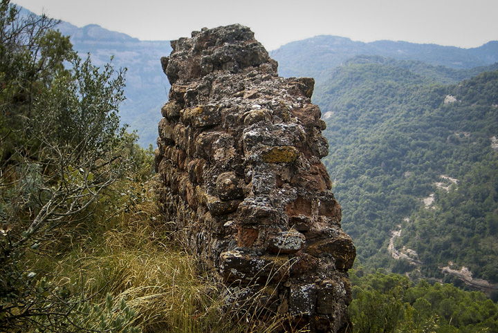 where to see castles near barcelona, mura
